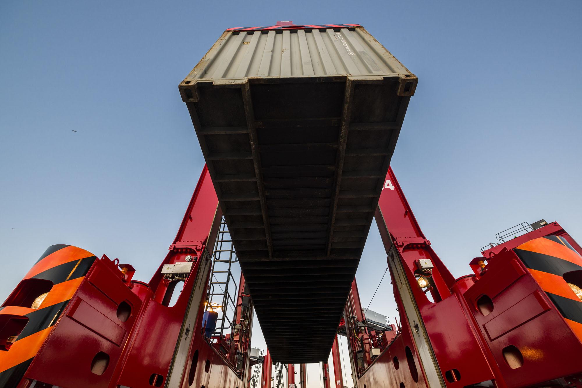 Kalmar Hybrid Straddle Carrier