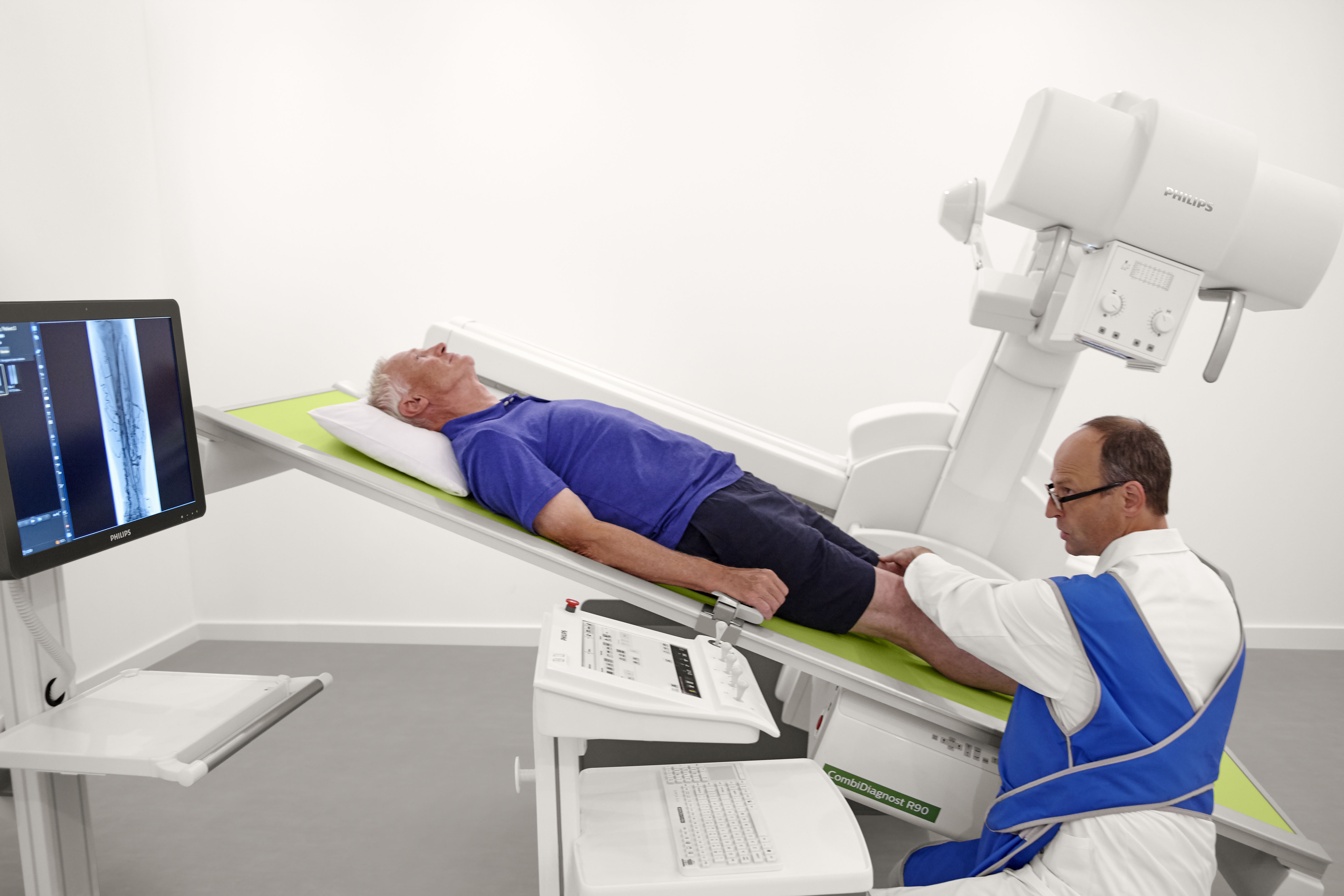 Philips Digital Radiography and Fluoroscopy system (CombiDiagnost R90) in use