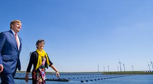 Opening new windpark helps Philips to be fully carbon neutral by 2020 (Photo'Frank van Beek') 2